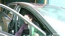Junge Anhalterin bedankt sich bei ihm mit einem heißen Fick 720p Vorschaubild