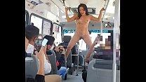 actriz porno protesta desnuda en transporte publico