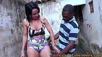 Espiando a vizinha rabuda na favela e batendo uma thumbnail