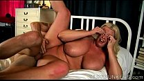 Beautiful busty mature BBW loves to eat cum Vorschaubild