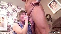 Mutti erwischt ihn mit der Putzfrau und fickt einfach mit ‣ www.nxnx thumbnail