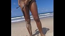 mostrando a buceta na praia 2