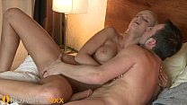 ORGASMS Smoking hot blonde fucks to multiple orgasms Vorschaubild