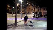 La travesti Maria Lizana se desnuda en la calle