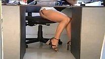 Bajo la falda de secretaria sexy