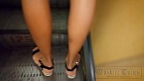 Upskirt at the tanned beauty without panties. Preview