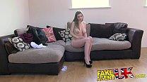 FakeAgentUK Sexy Italian babe shows unbelievable deep throat skills Vorschaubild