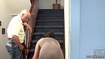 Stief-Vater fickt sie wenn Mutti auf Arbeit ist