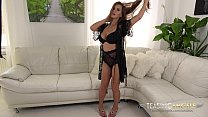 MILF Dorothy Black teases with her flawlessly perfect bodice