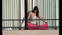 Se la culea en el balcon
