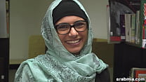 Image: Mia Khalifa Takes Off Hijab and Clothes in Library (mk13825)