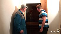 Libertine francaise sodomisee au sauna dans un plan a 3 avec Papy voyeur Image