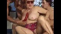 Abuela teniendo sexo en piscina thumbnail