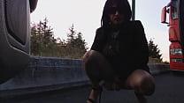 pipi au bord de la route