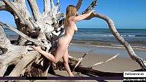 Beautifull girl nude photoshoot at beach Vorschaubild