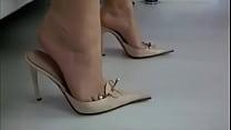 4351993 sexy mature feet