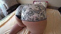 Milf fucked her girlfriend with a strapon, a bbw with a big butt doggystyle, a shake of fat ass in shorts. Lesbians. Vorschaubild