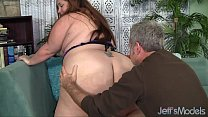 Plumper Jayden Heart gets her sizeable ass sniffed