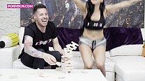 4K | L'émission porno youtuber Kevin White baise avec la latina Canela Skin | Vidéo complète GRATUITE sur YOUTUBE | Lien dans la vidéo | français sous-titré french française thumbnail