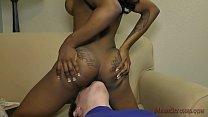 Bratty Black Stepdaughter Makes Her Stepdaddy Worship Her صورة