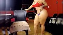 Mujer de increible cuerpo mueve todo su culazo