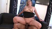 Hairy pussy granny gets interracial fucked by big black cock in pussy and her ass Vorschaubild