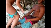 corno filma a namorada dando a bucetinha para outro na praia