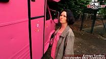 deutsche hausfrau mit kleinen titten fickt im auto
