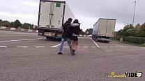 Beurette du nord se fait prendre par deux bites sur une aire d'autoroute Preview