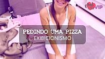 Cristina Almeida Provocando Entregador de Pizza sem calcinha com marido escondido no banheiro, este foi seu segundo vídeo gravado neste gênero
