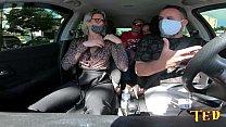 Katharine Madrid entra no carro e participa da carona do Ted - Tony Tigrao - Vagninho