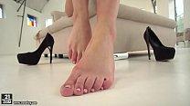 Hardhut, Tiffany Tatum enjoys to use her feet thumbnail