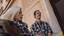 HUNT4K. Une magnifique fille aime le sexe oral et la chatte pour de l'argent
