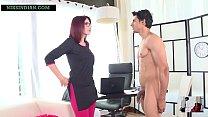 शरारती लड़के ने स्कूल की महिला प्रिंसिपल को नंगा करके उसकी चूत चोद दिया