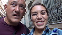 Tiffany partage la bite de son mari avec Ania Kinski