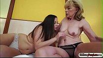 Russian hottie Liza Shay licks and facesits granny Szuzanne Vorschaubild