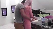 Stief-Bruder mit Monster Schwanz fickt seine Stief-Schwester thumbnail