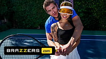 (Xander Corvus) Massages (Gina Valentinas) Foot To Ease Her Pain They End Up Fucking - Brazzers