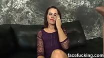 Crystal Rayne Spit humiliation- Le escupen en la cara, la humillan antes de culiarle la boca