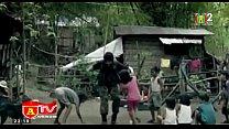 vợ chồng đi du lịch biển đảo ở Philipin ,sáng sớm đang ngủ trên giường thì bị khủng bố ập vào bắt cóc,vợ chưa kịp mặc quần áo  -phần cuối