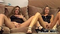 Wives Masturbate Together Want You Watch Vorschaubild