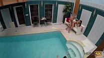 HUNT4K. Sexabenteuer im privaten Swimmingpool