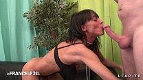 Casting anal amateur d une mature au corps parfait avec ejac sur le ventre