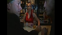 Barkeeperin lässt sich von zwei fremden Typen ficken  - german