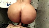 enorme culazo baila con el pene dentro mientras es penetrada