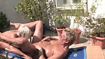 Free Version - This horny blonde granny licks her pussy to the housekeeper on the balcony صورة