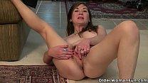American milf Susana Moore lets us enjoy her ha...
