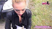 Deutsche Blondine wird bei Autopanne abgezockt und muss ficken Vorschaubild
