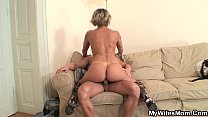 My girlfriends mom is so hot! pornhub video