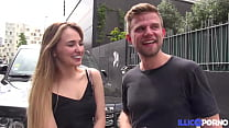 Karina, sexy étudiante russe, veut baiser avec un français